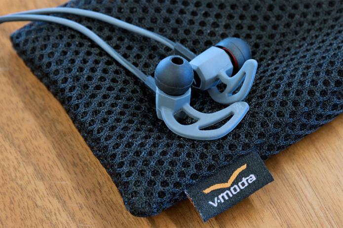 v-moda-forza-earbuds-oncase2-800x533-c