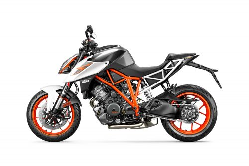 2017 KTM 1290 Super Duke R First Ride Review : The Beast that ate Qatar