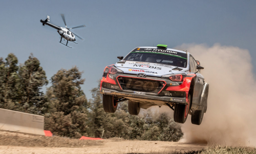 Helicopter versus Rally car : The McDonnell Douglas 520N takes on Hyundai's i20 WRC