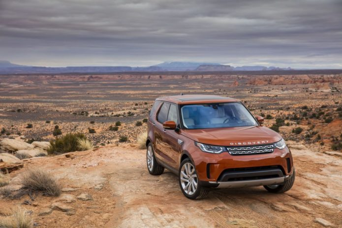 5 things you need to know about driving the 2017 Land Rover Discovery SUV off-road