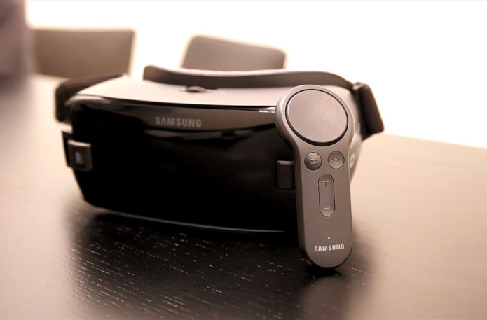 Hands-on : New Gear VR Controller Feels Like the Future