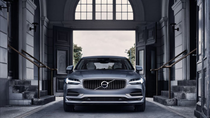 2017-Volvo-s90-lux-redefined