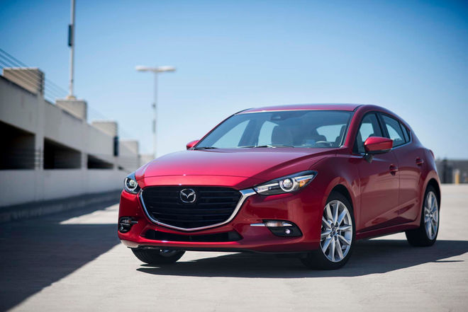 2017-Mazda3-front-three-quarter-02