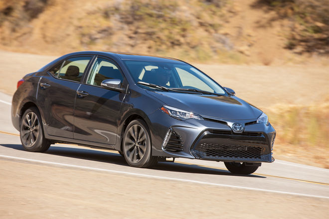2017-Toyota-Corolla-XSE-front-three-quarter-in-motion-01