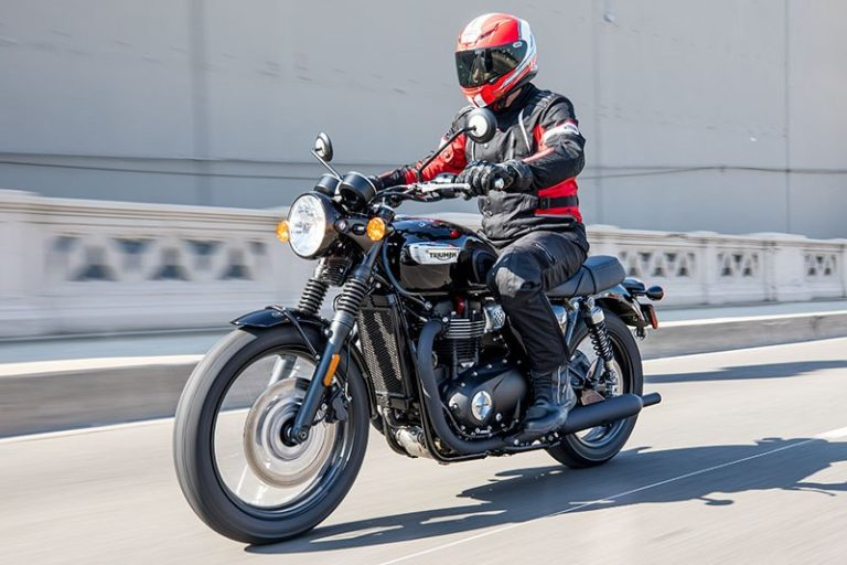 Triumph-Bonneville-T100-Black-action-left2