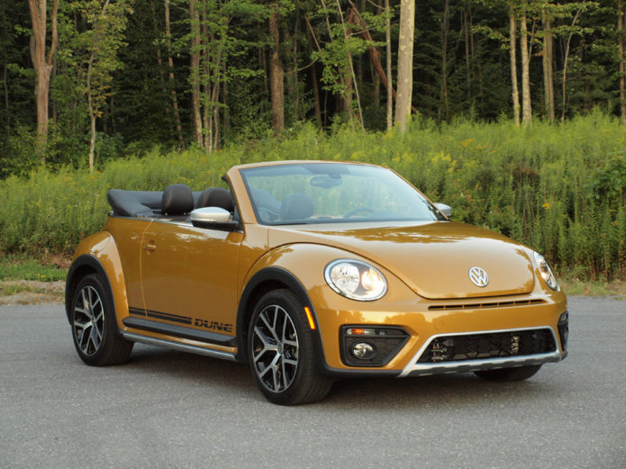 2017 volkswagen beetle dune convertible review gearopen. Black Bedroom Furniture Sets. Home Design Ideas