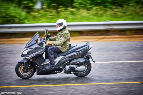 053117-2018-kymco-xciting-400i-action-6-582x388