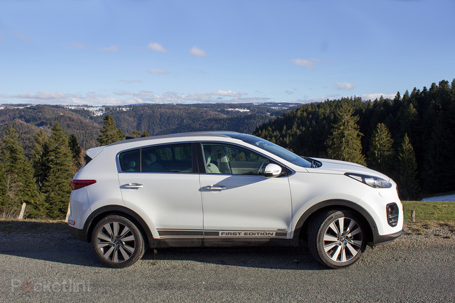 141358-cars-review-nissan-qashqai-2017-review-image25-9xslm5bp7a
