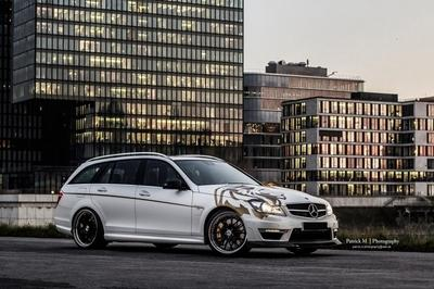 2013-mercedes-benz-c63-am_400x266w
