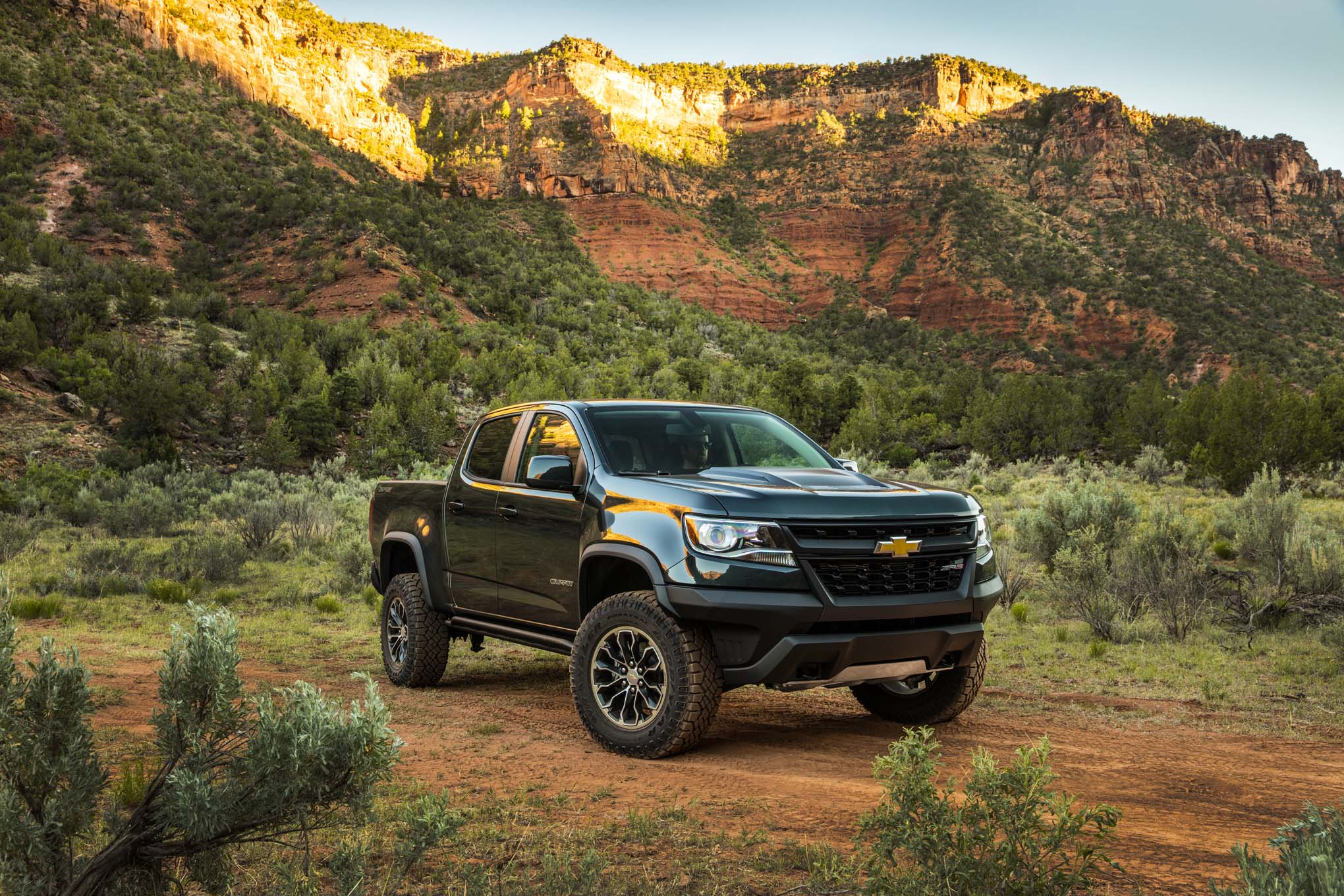 5 things you need to know about the 2017 chevrolet colorado zr2 gearopen. Black Bedroom Furniture Sets. Home Design Ideas