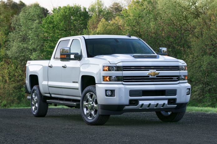 2017-Chevrolet-Silverado-2500HD-Right-Front-Angle