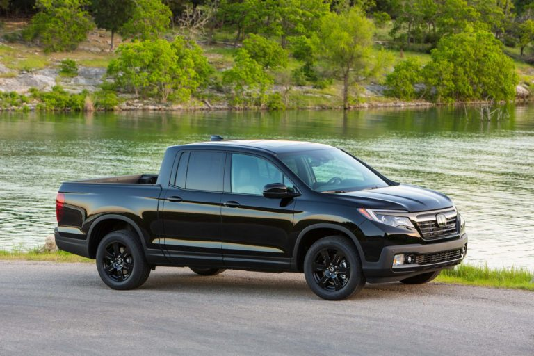 2017-Honda-Ridgeline-Black-Edition-front-side-02