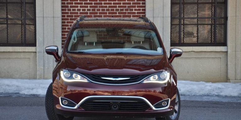 2017-chrysler-pacifica-hybrid-headlights
