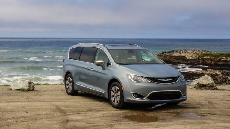 2017chryslerpacificahybrid-053