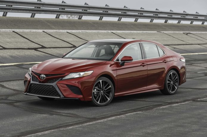 2018-Toyota-Camry-XSE-V-6-front-three-quarter