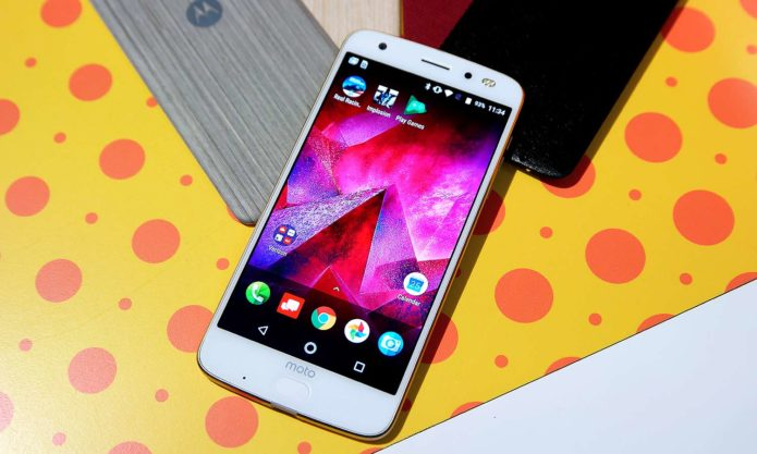Moto Z2 Force Hands-on Review : Cool Mods, Dual Cameras, Weaker Battery