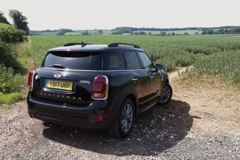 141549-cars-hands-on-mini-countryman-cooper-s-e-electric-hybrid-review-image3-xyi9lgzto0