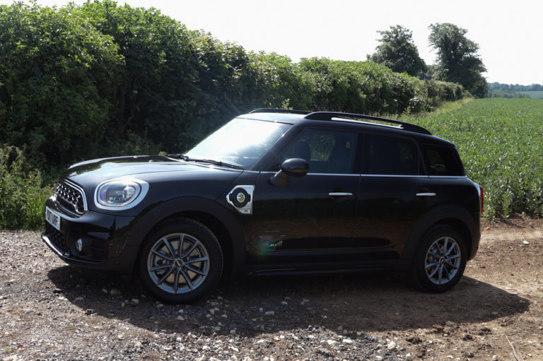 141549-cars-hands-on-mini-countryman-cooper-s-e-electric-hybrid-review-image6-fctvd8qjom