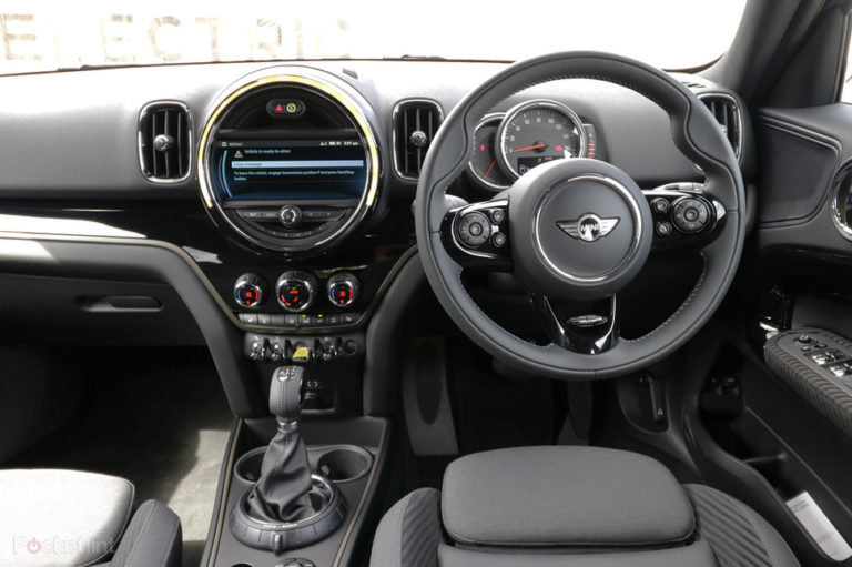 141549-cars-hands-on-mini-countryman-cooper-s-e-electric-interior-image1-o0sgsjbbvf