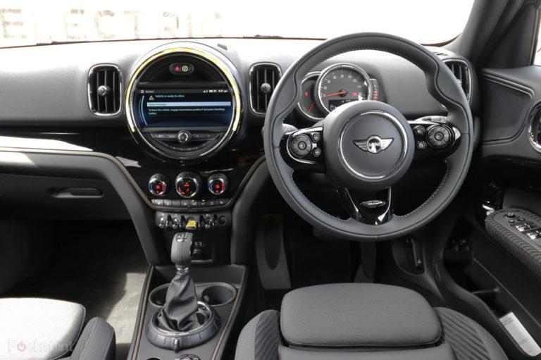 141549-cars-hands-on-mini-countryman-cooper-s-e-electric-interior-image1-o0sgsjbbvf