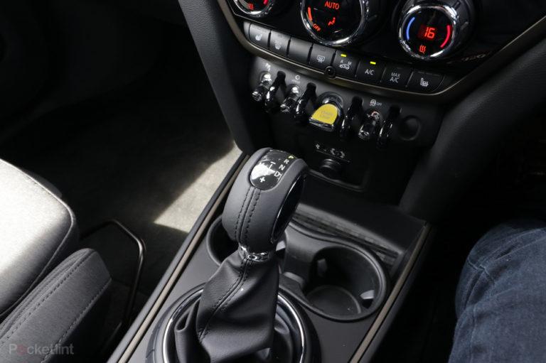 141549-cars-hands-on-mini-countryman-cooper-s-e-electric-interior-image3-2dsiz3m8bl