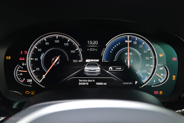 141550-cars-hands-on-bmw-530e-electric-hybrid-interior-image4-aqbzfluhon