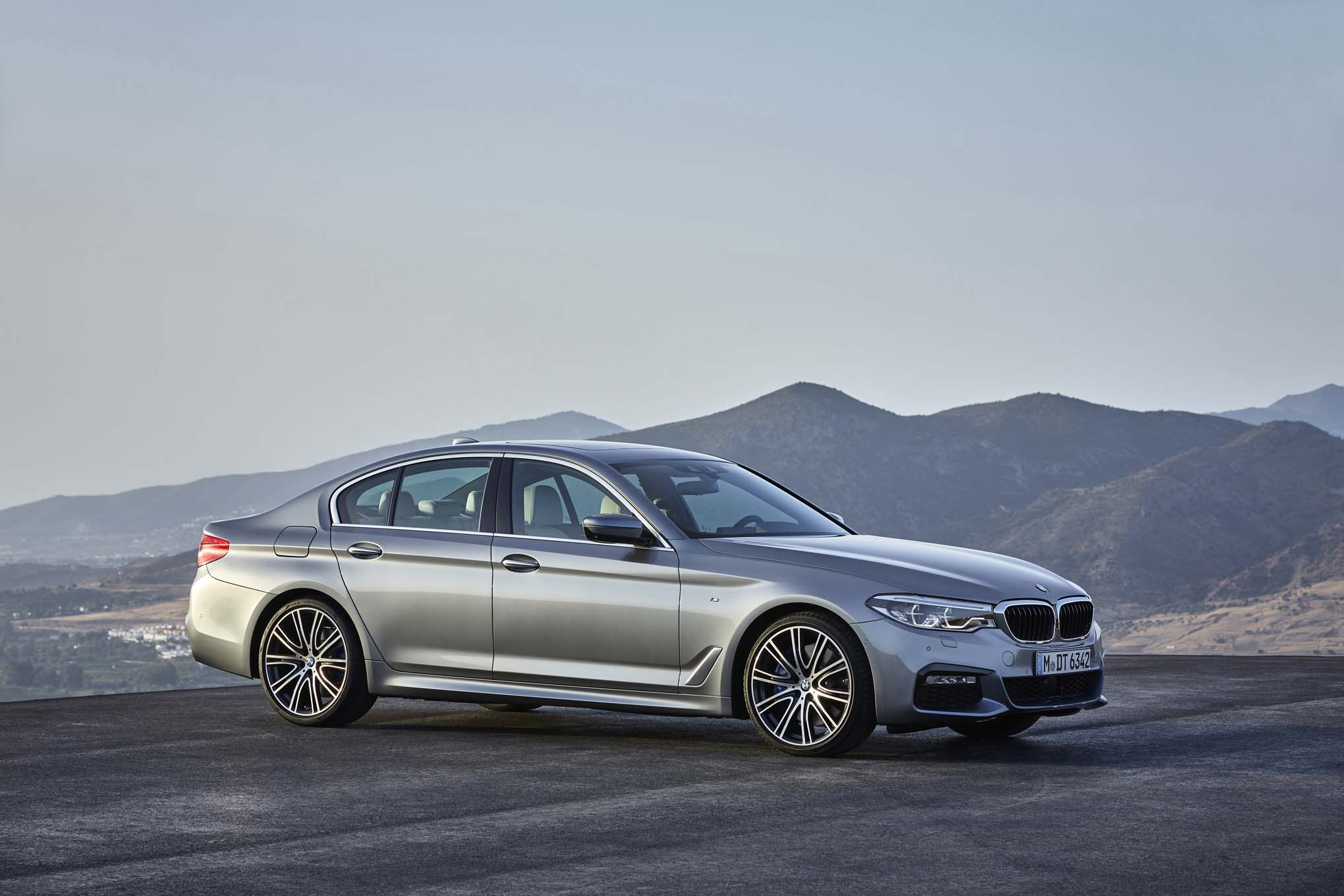 5 things you need to know about the 2017 BMW 540i xDrive | GearOpen