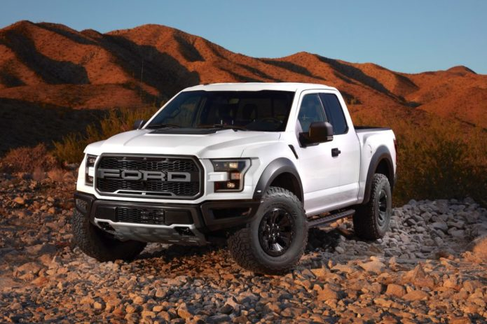 2017-ford-raptor-rocks-off-road-1024x682