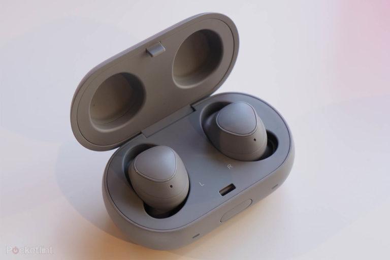 142068-headphones-hands-on-samsung-gear-iconx-2018-wireless-in-ear-earphones-image2-qze6iksj8h