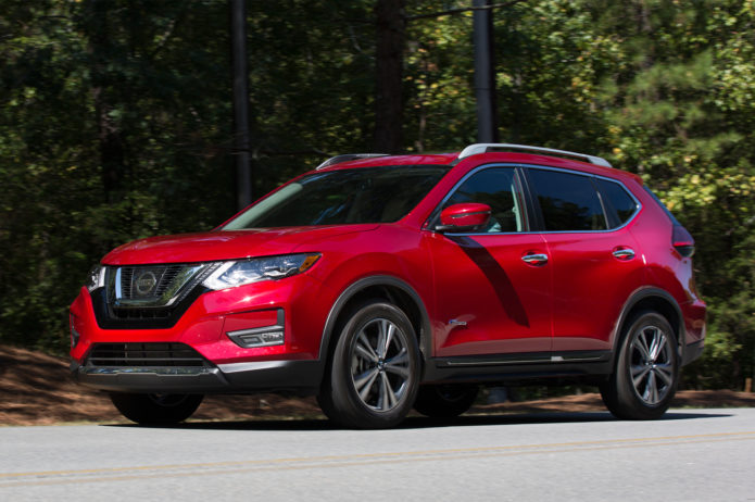 2017-Nissan-Rogue-Hybrid-front-three-quarter-in-motion