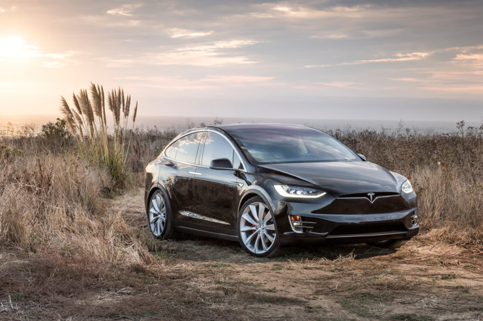 2017-Tesla-Model-X-front-three-quarter-01