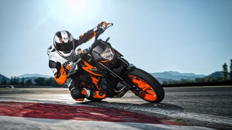 2015 2017 ktm 690 duke abs review gearopen. Black Bedroom Furniture Sets. Home Design Ideas
