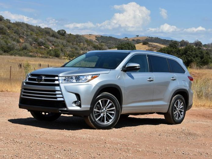 2017 toyota highlander review gearopen. Black Bedroom Furniture Sets. Home Design Ideas