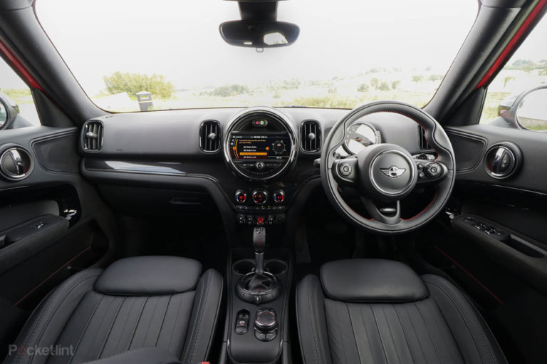 140076-cars-review-mini-countryman-sd-2017-interior-image1-xewfytk2h3