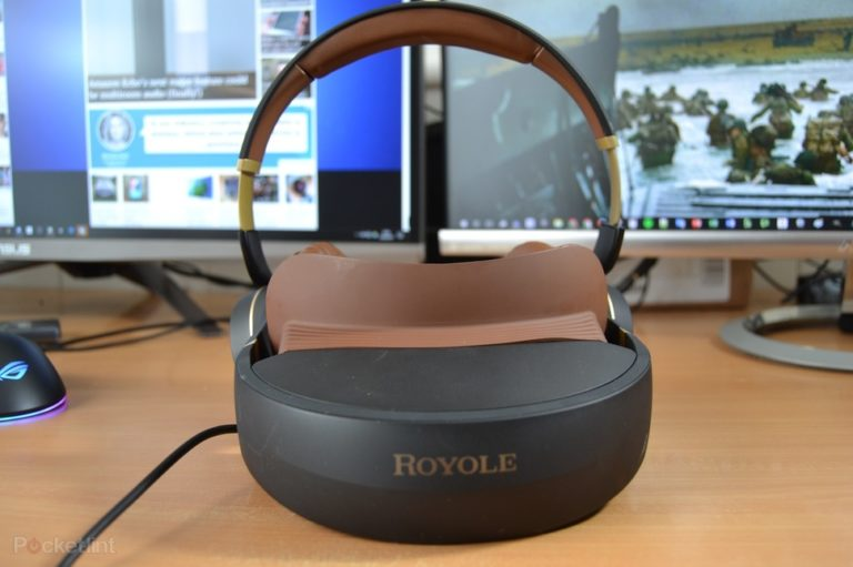 141876-vr-review-royole-moon-review-image1-awfz35jk0i