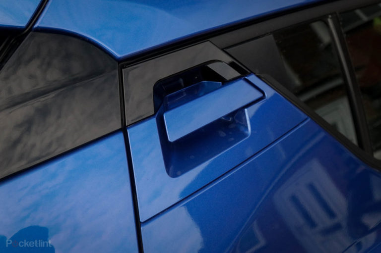 142216-cars-review-toyota-c-hr-details-image1-qbgyejncx7