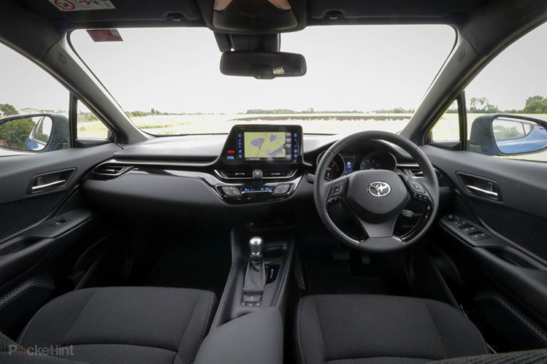 142216-cars-review-toyota-c-hr-review-interior-image1-pcgy1qifiv