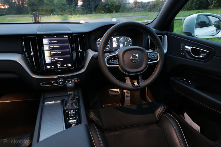 142309-cars-review-volvo-xc60-review-interior-and-tech-image1-bcynfjvnzs
