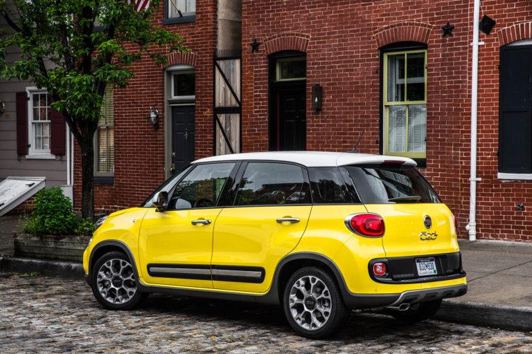 2017-Fiat-500L-Trekking-rear-three-quarter