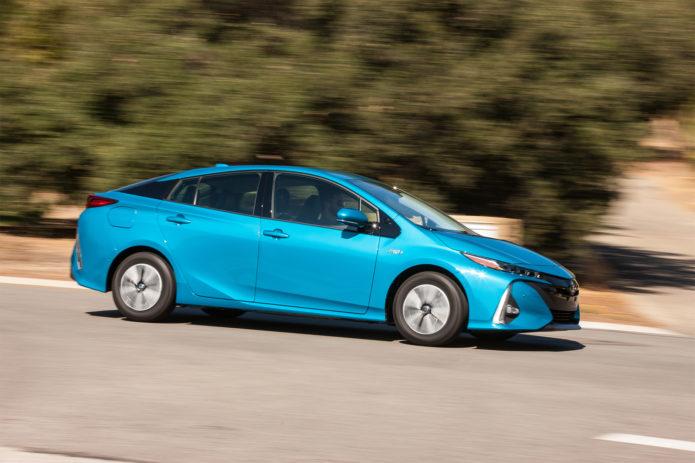2017-Toyota-Prius-Prime-Advanced-side-profile-in-motion-01