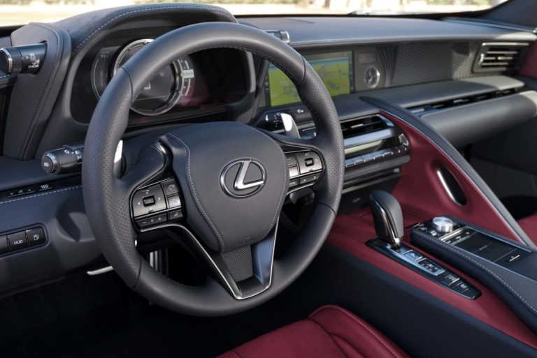 2018-Lexus-LC-500h-steering-wheel