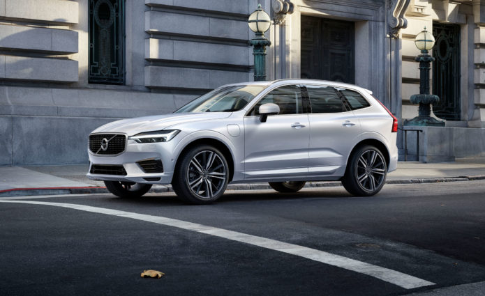 2018-volvo-xc60-photos-and-info-news-car-and-driver-photo-676573-s-original