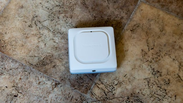 Honeywell-Lyric-Water-Leak-and-Freeze-Detector-1-of-5-630x354