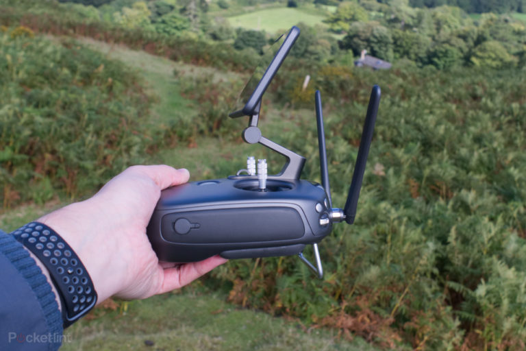 142367-drones-review-dji-phantom-4-pro-obsidian-image5-3xogdve82k