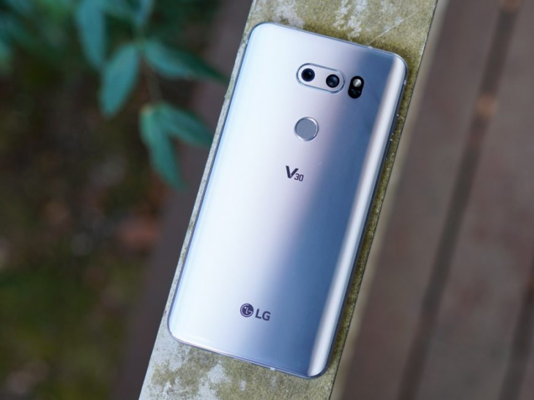 LG V30 REVIEW: GROUNDBREAKING PHONE WITH A DEAL-BREAKING FLAW