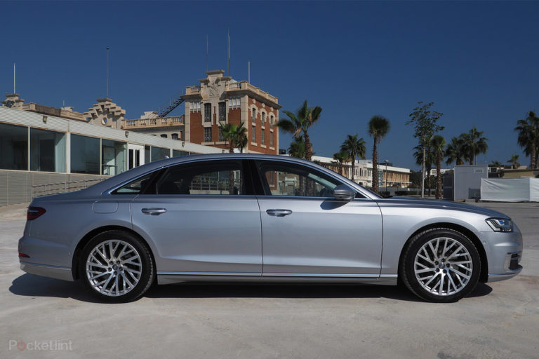 142623-cars-review-audi-a8-review-image3-mbvaawfphr