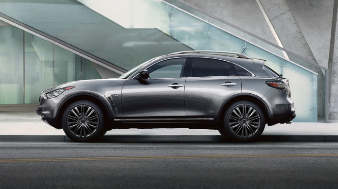2017-infiniti-qx70-limited-suv-side-view
