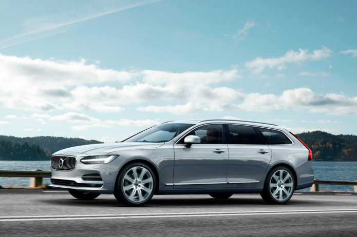 2018-Volvo-V90-front-three-quarter-in-motion-02