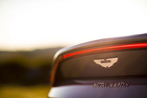 Aston-Martin-Vantage_Tungsten-Silver_11-1080×720