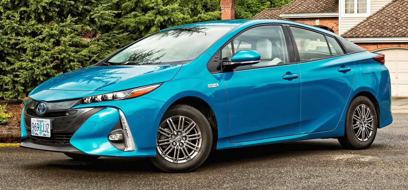2017 toyota prius prime vs 2017 chevrolet volt head to autos post. Black Bedroom Furniture Sets. Home Design Ideas